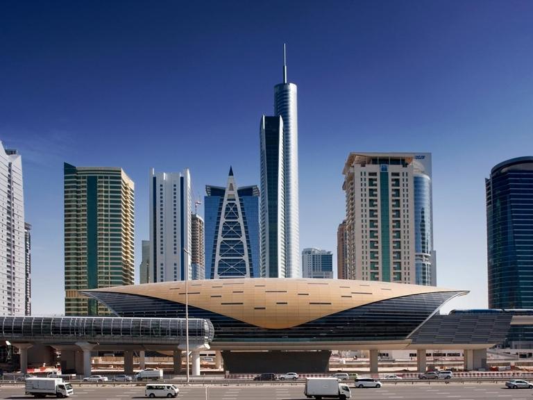 Dubai-metro-100