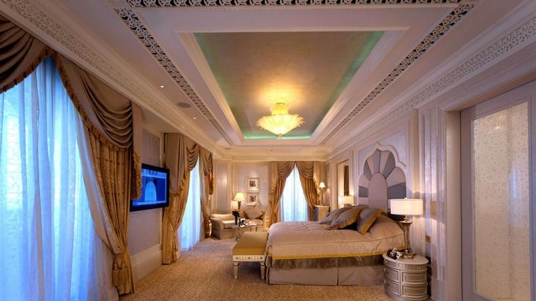 SetWidth1300-Khaleej-Deluxe-Suite-Bedroom