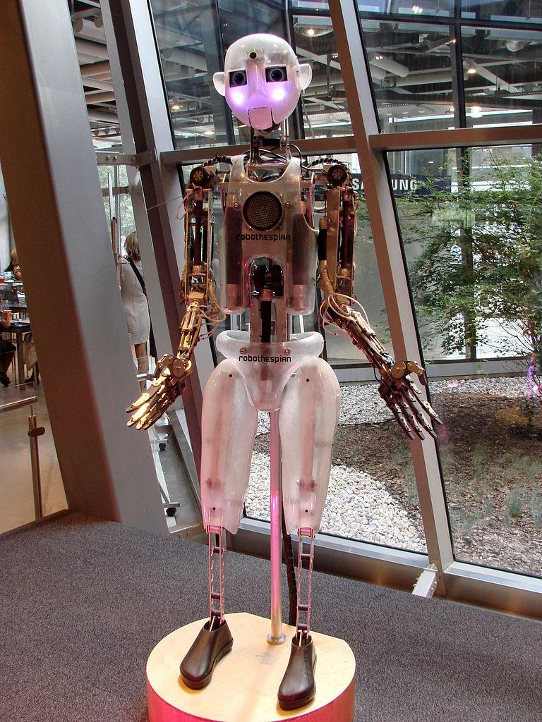 768px-Centrum_Nauki_Kopernik_w_Warszawie_-_robot