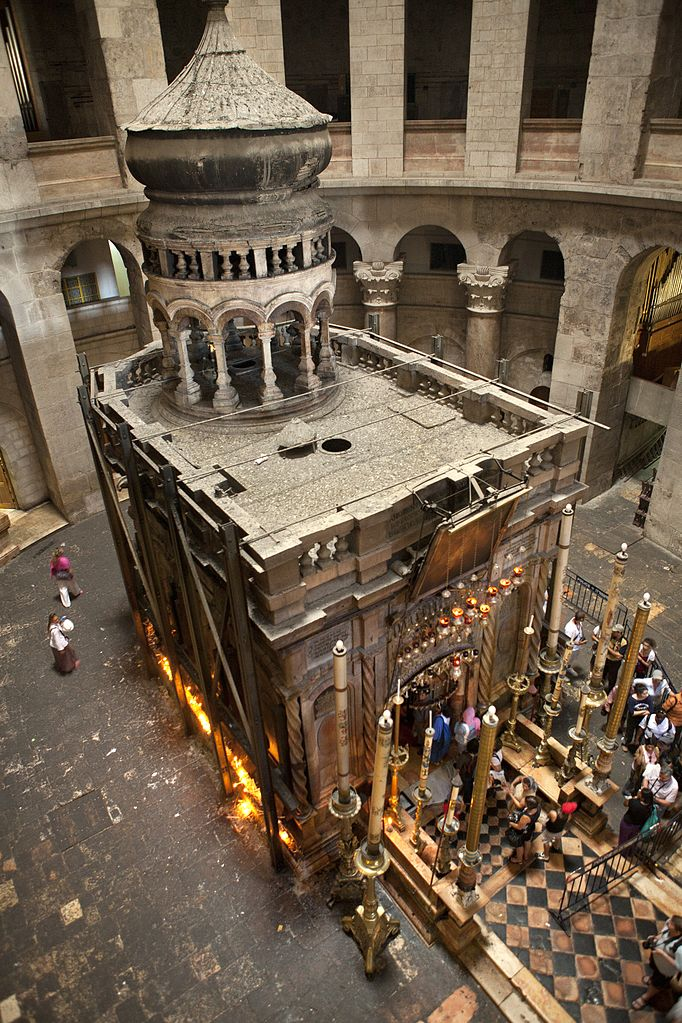 682px-Tomb_of_Jesus_from_above,_Church_of_Holy_Sepulchre