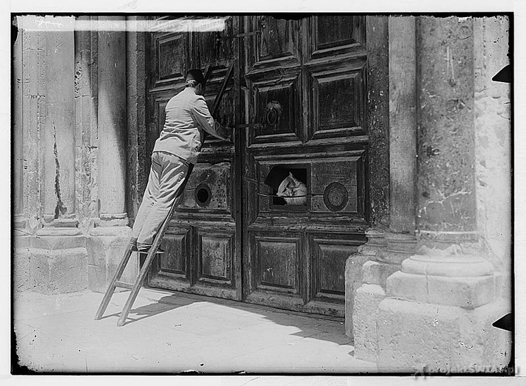 tttLocking_Church_of_the_Holy_Sepulchre_(1900)
