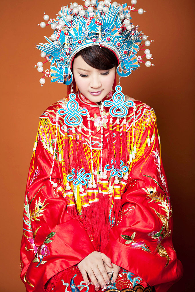 682px-TraditionalChineseWeddingDress
